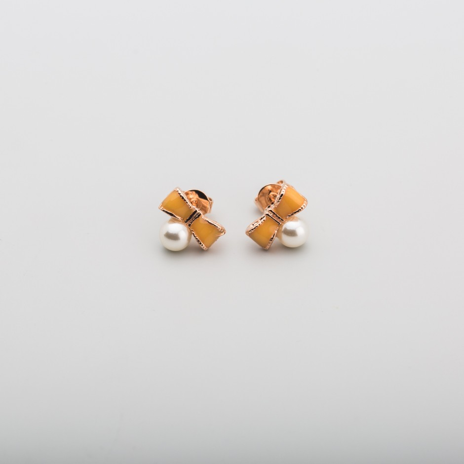 Pendiente lazo naranja perla mini
