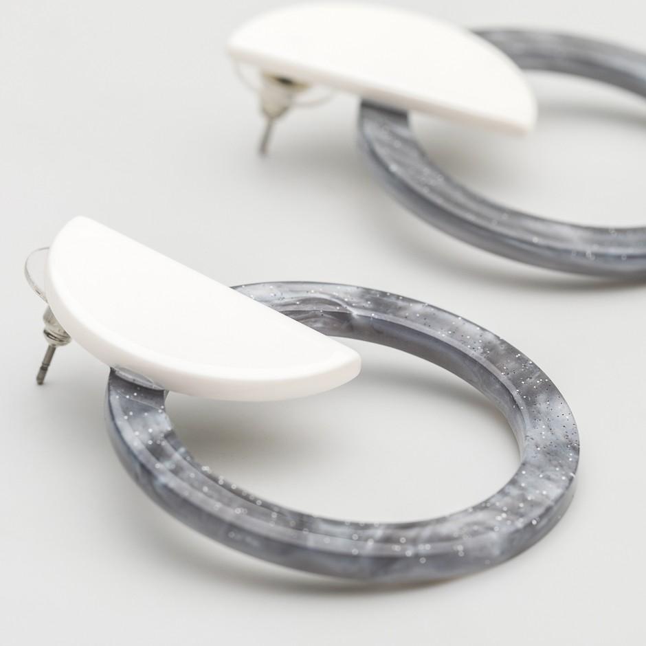 Pendiente disco gris