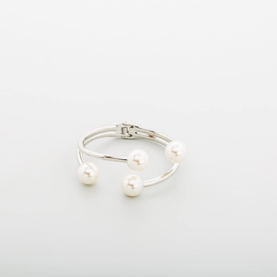 Brazalete plateado cuatro perlas
