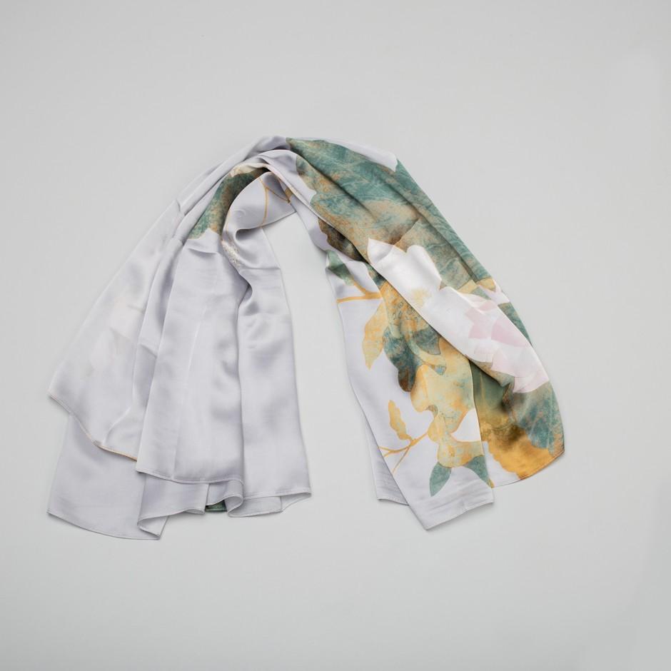 Pañuelo gris flores verdes