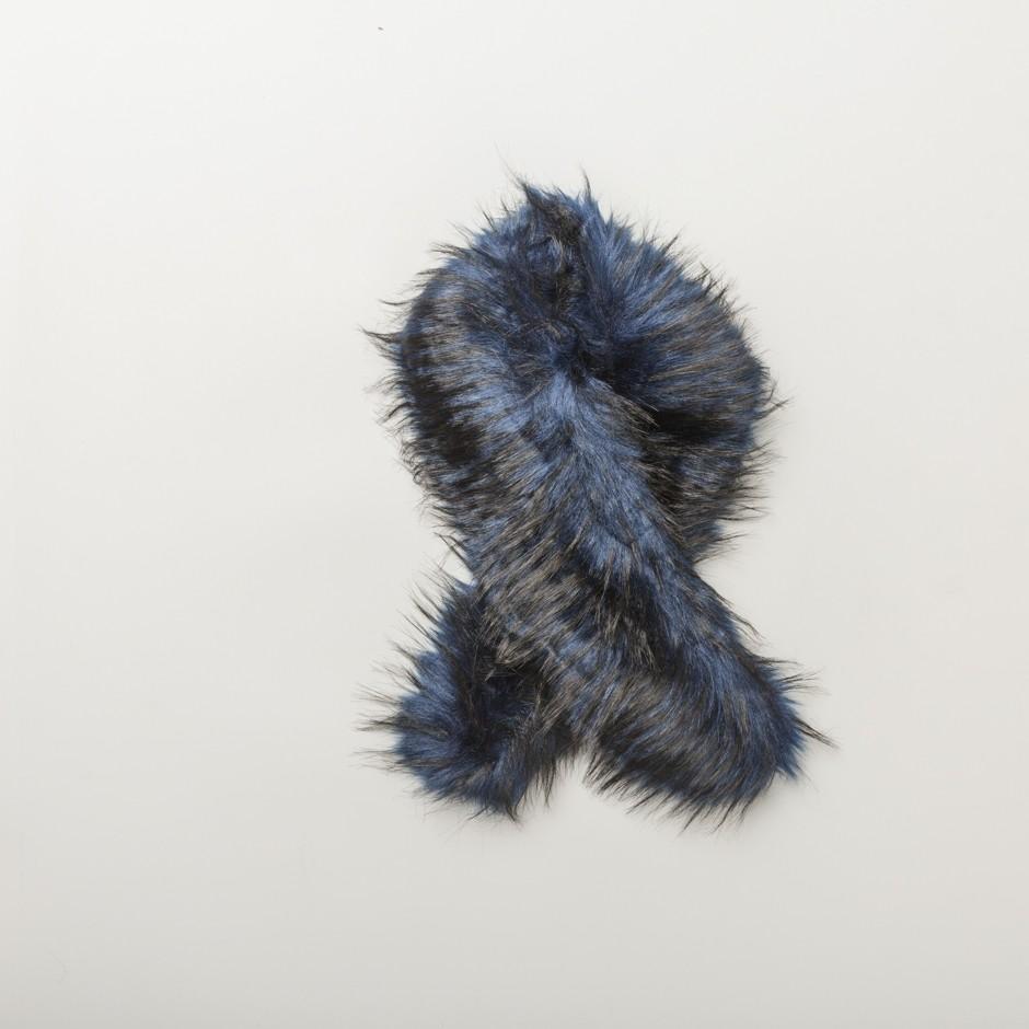 Cuello negro y azul