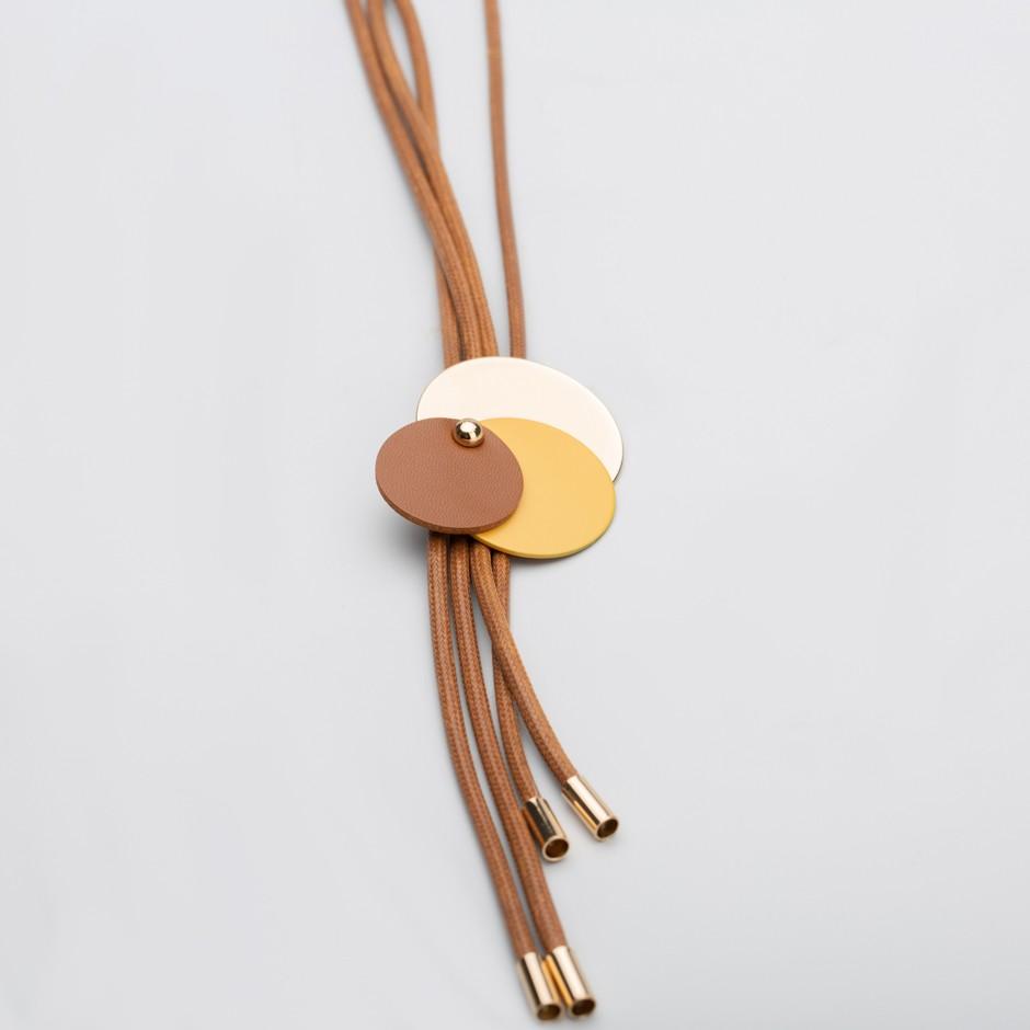Collar corbata camel