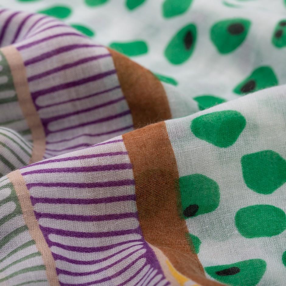 Pañuelo topos verde