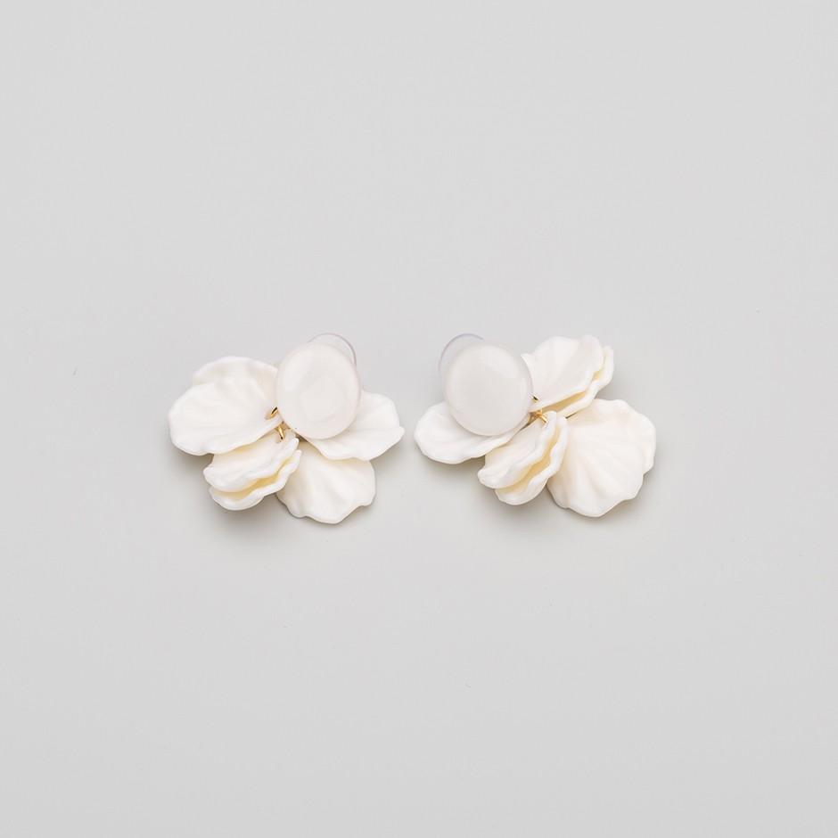 Pendiente botánico blanco