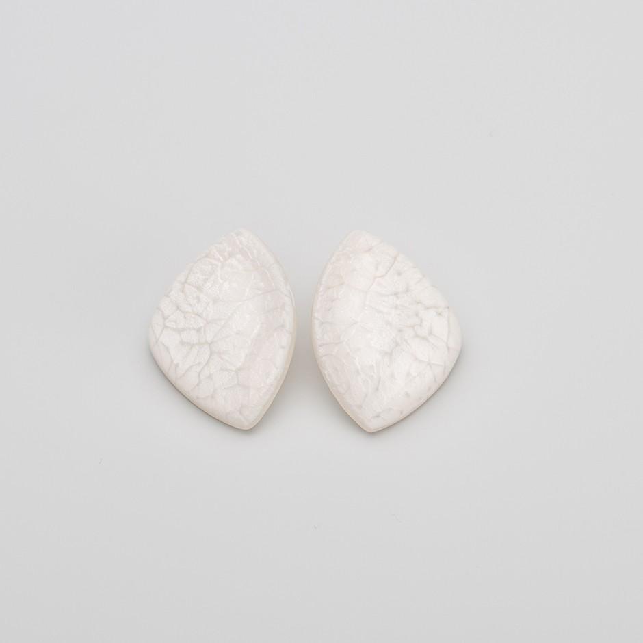 Pendiente roca blanco