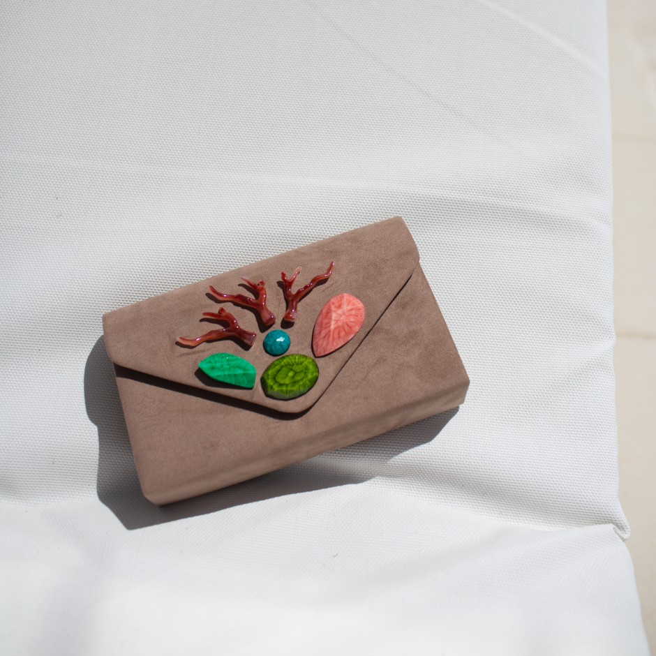 Clutch stone taupe