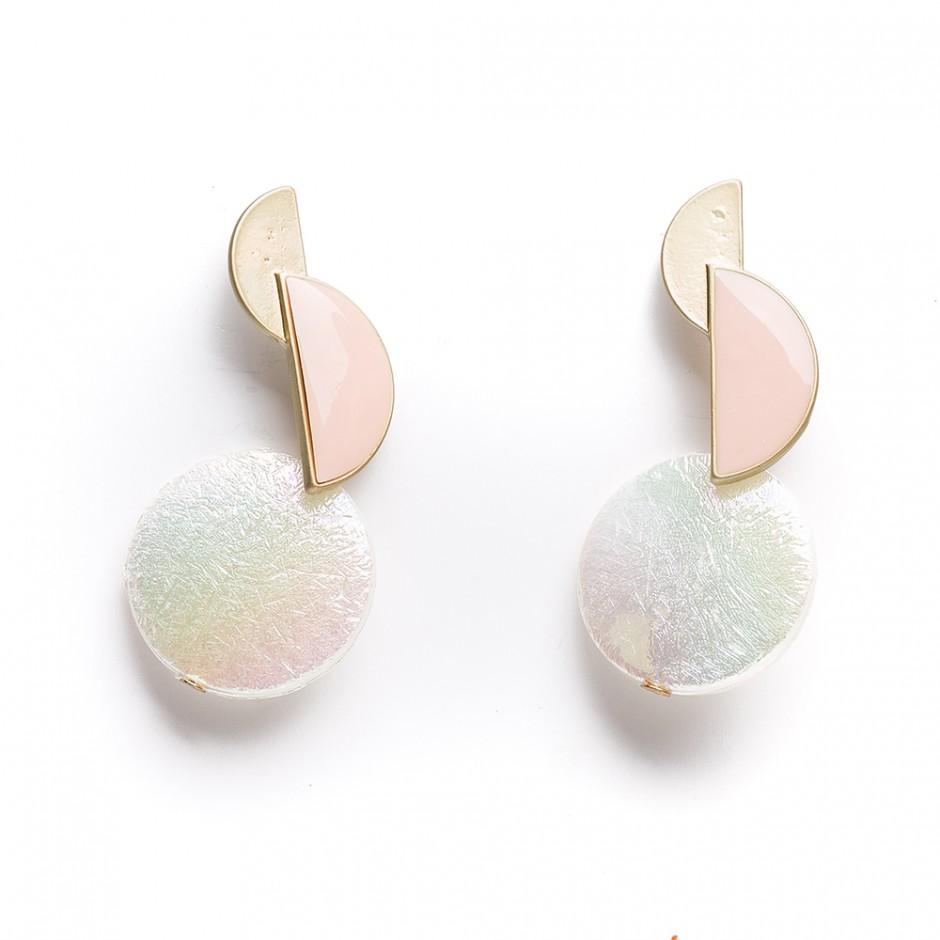 Pendiente perla figura rosa