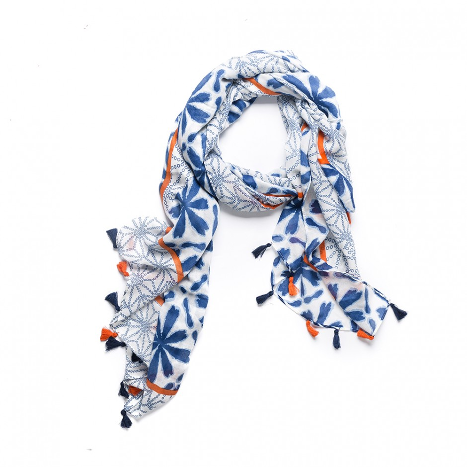 Pañuelo flecos azul